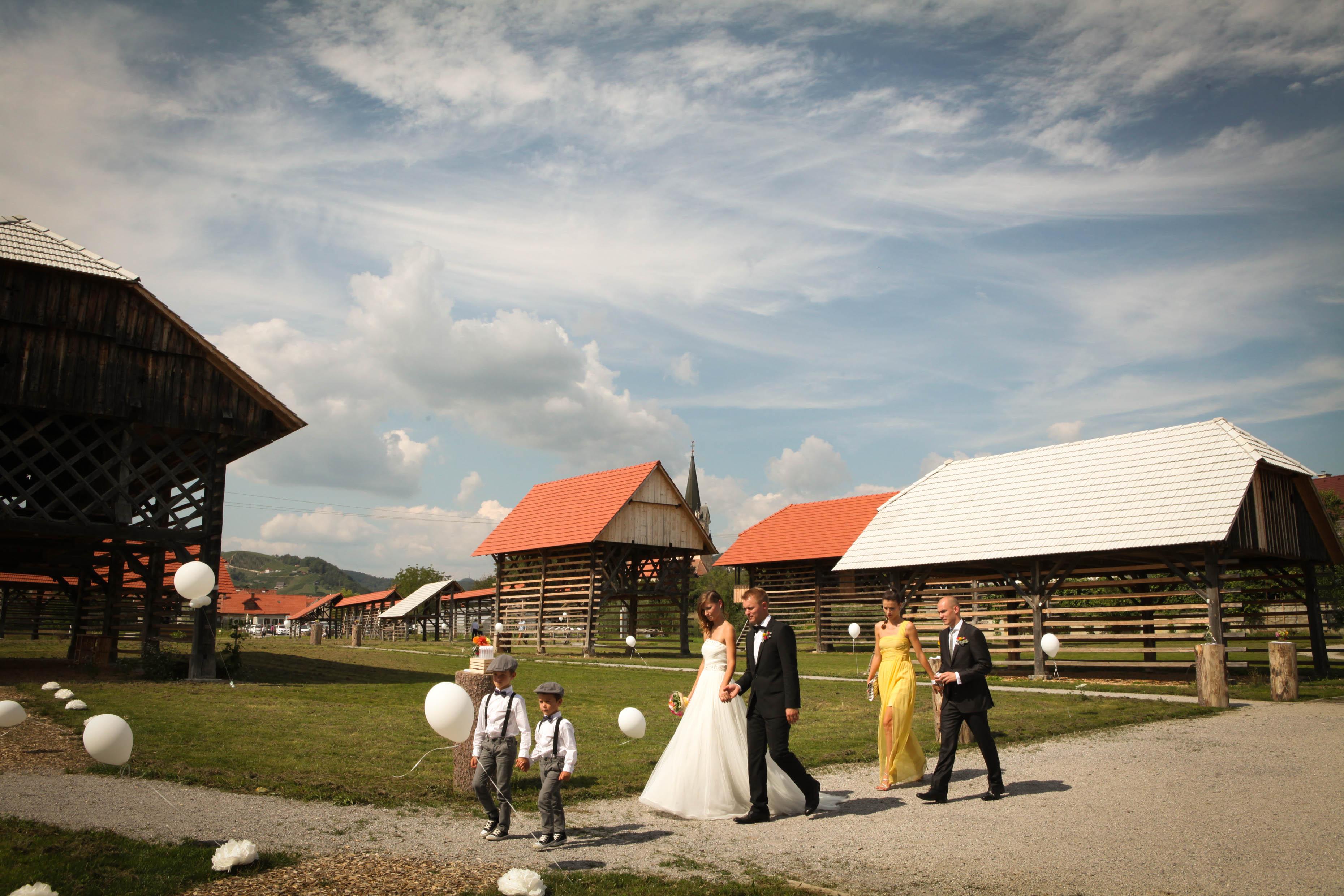 Poroka-na-prostem-Dezela-kozolcev-Sentrupert-foto-Alenka-Lamovsek