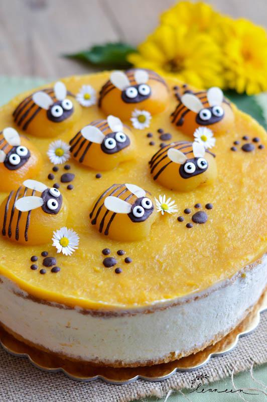 Torta-Čebelica-sočna-marelična-torta-7-of-8