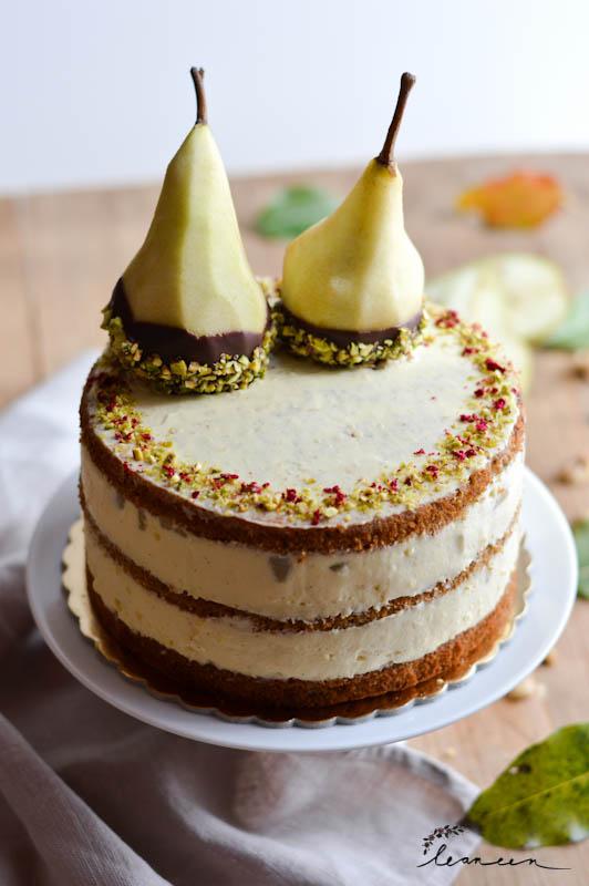 Vanilijeva-torta-s-hruškami-in-dišečim-orehovim-biskvitom-6-of-23