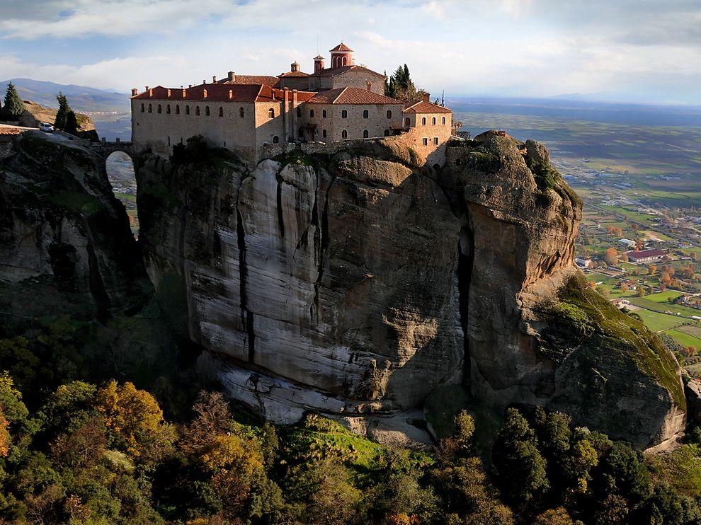 meteora-monastery-greece_60700_990x742